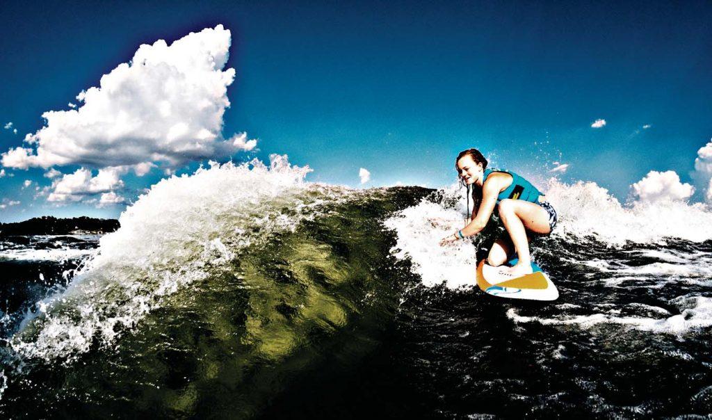 wakesurfing-female