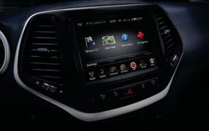 The 8.4 inch touchscreen is customizable and features Siri 'Eyes Free'.