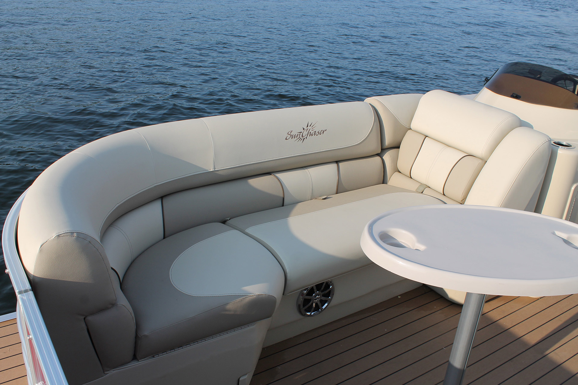 SunChaser Eclipse 8525 Entertainer Bow Seating
