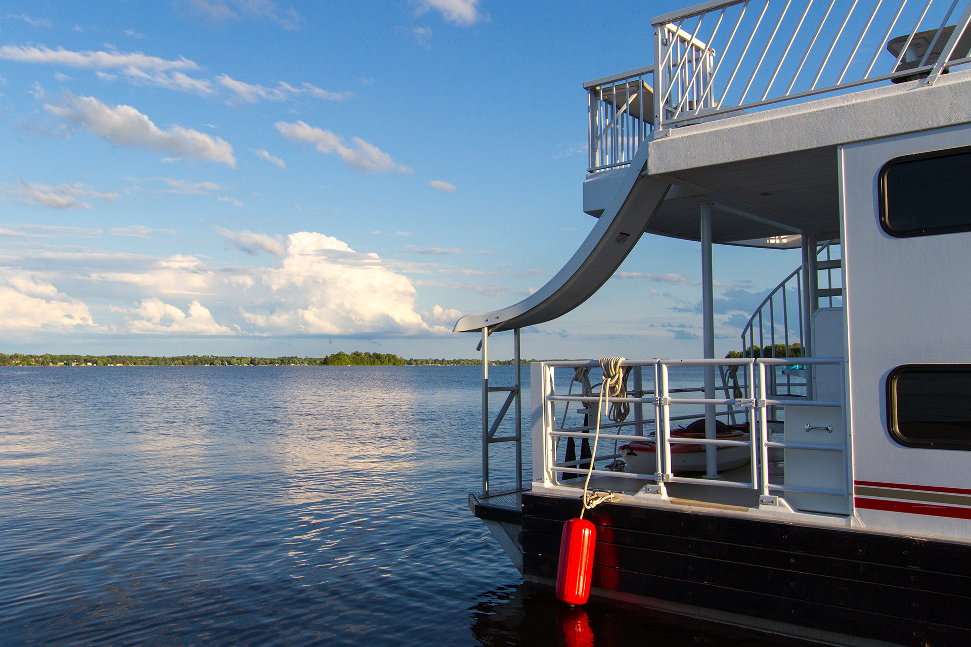 Exploring the Trent-Severn Waterway by Houseboat